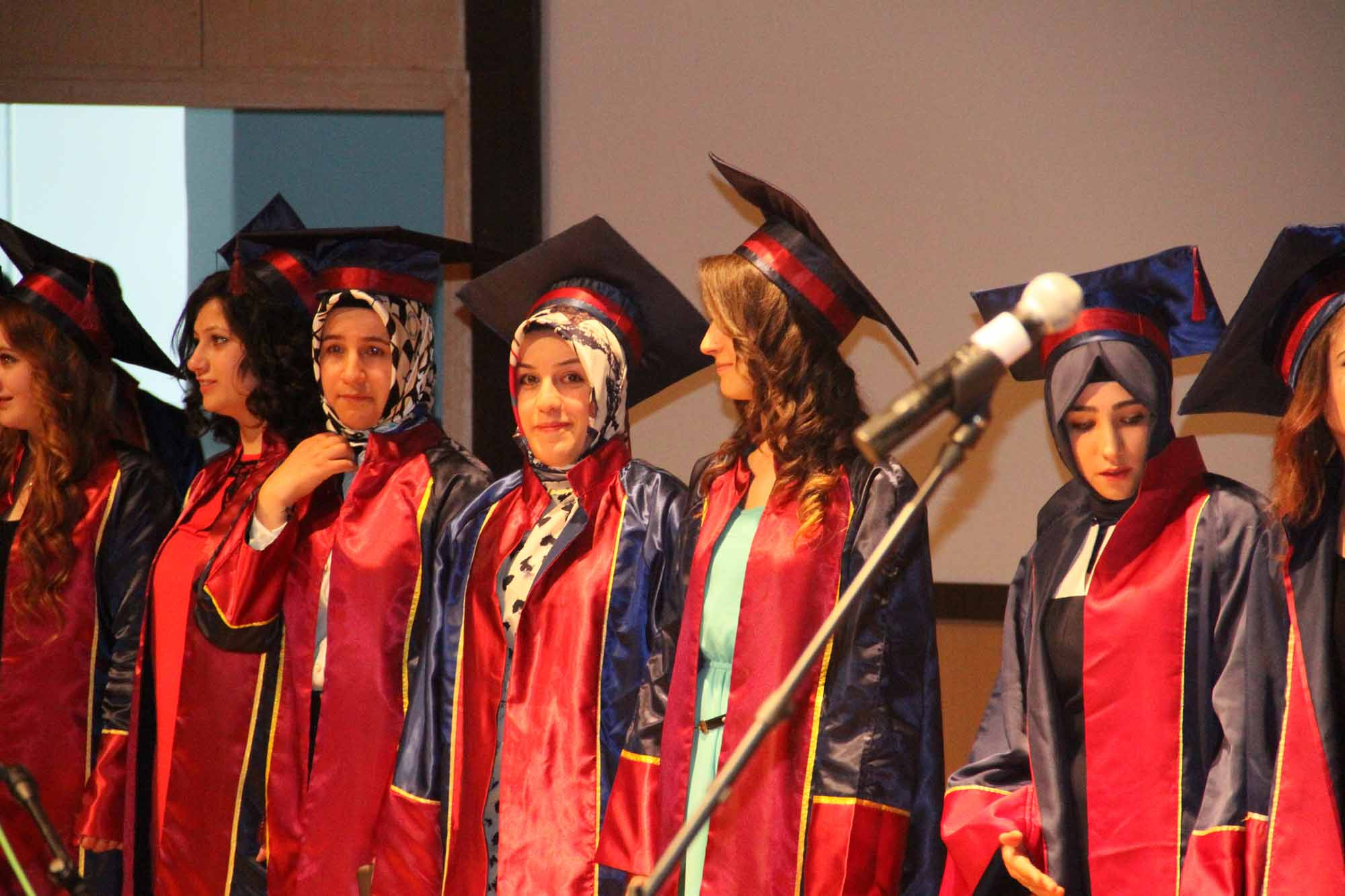 CÜ Sağlık Hizmetleri Meslek Yüksekokulu'nda mezuniyet töreni düzenlendi